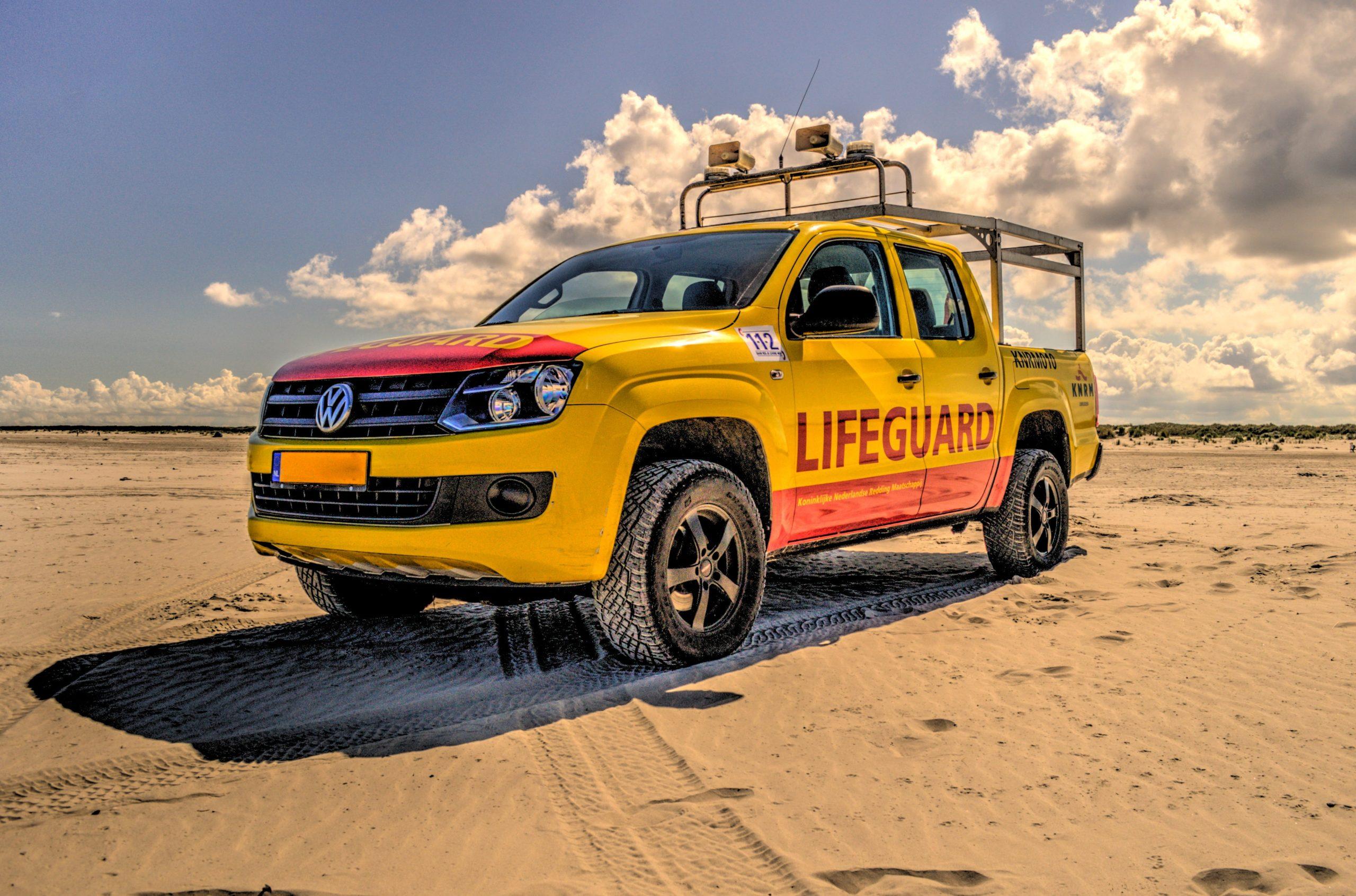 beach-holiday-clouds-lifeguard-9305